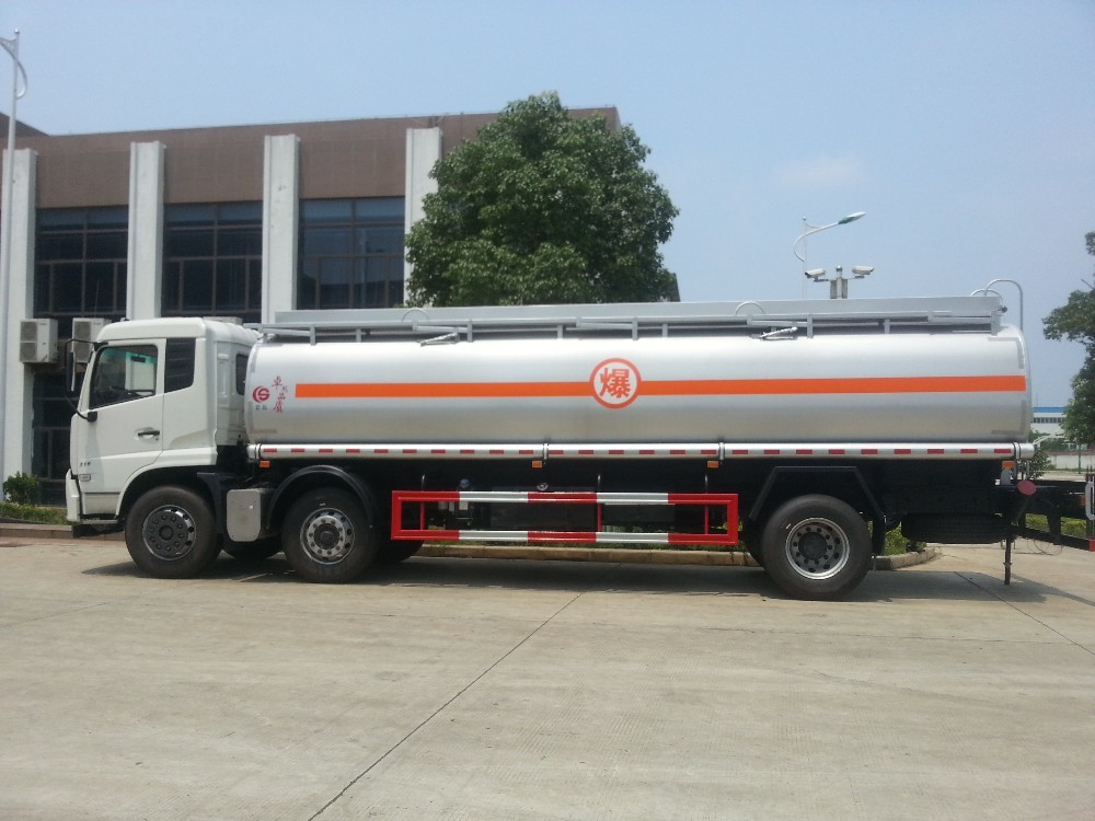 Sinotruk Howo Oil  Tanker Truck 6x2 21.3M3 Tank Volume With Manual Transmission